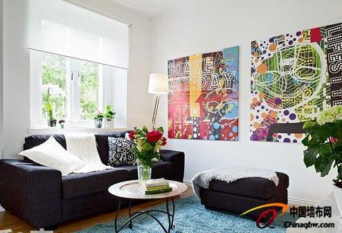 沙发背景墙的壁画是比较典型的北欧现代艺术