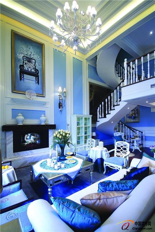 欧式风格客厅蓝色调墙布效果图