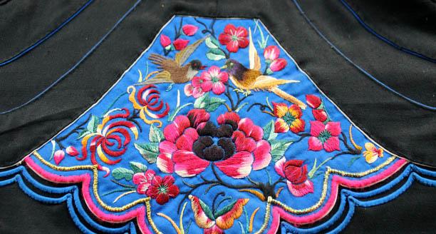 刺绣,古称针绣,是用绣针引彩线,按设计的花纹在纺织品上刺绣运针,以绣