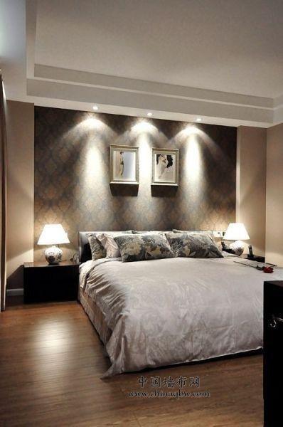 整个卧室用墙布装饰的效果图