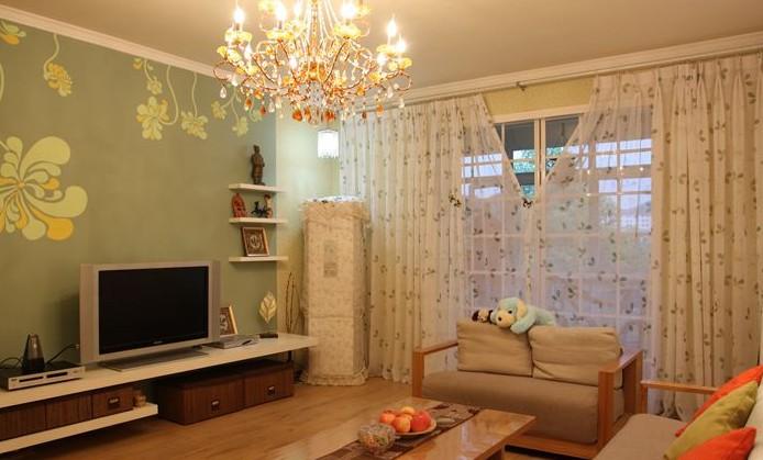 在客厅,餐厅,主卧选用了比较简约的北欧风格的家具,在墙布的装饰下质图片